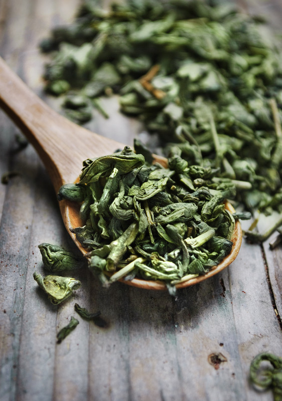 green tea leaves containing l-theanine